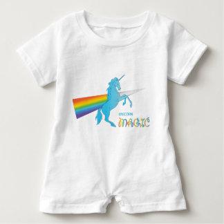 Cooler magischer Unicorn mit hellem Regenbogen. Baby Strampler