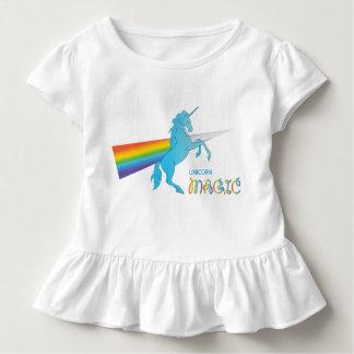 Cooler magischer Unicorn mit hellem Regenbogen. Kleinkind T-shirt