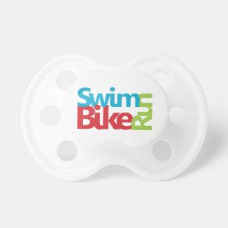 Cooler und einzigartiger Entwurf des Triathlon Schnuller