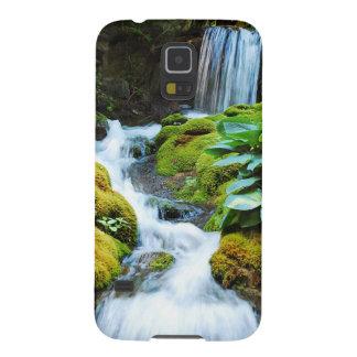 Cooler Wasserfall im grünen Garten Samsung Galaxy S5 Cover