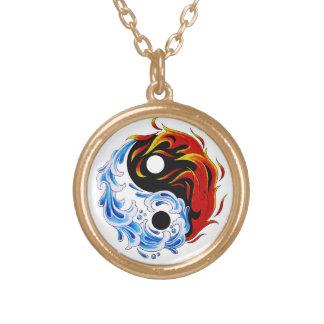 Cooles Cartoontätowierungssymbol-Wasserfeuer Yin Halskette Mit Rundem Anhänger
