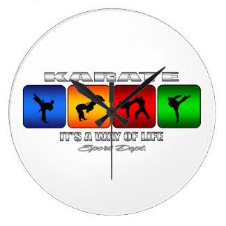 Cooles Karate ist es eine Lebensart Große Wanduhr