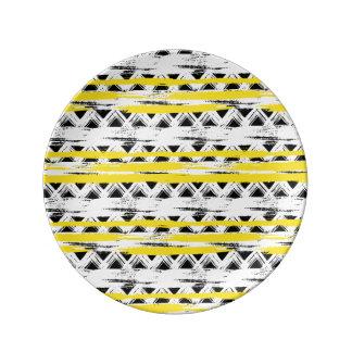 Cooles Schwarz-weißes Gelb Stripes Stammes- Muster Porzellanteller