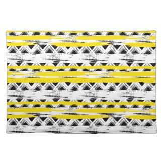 Cooles Schwarz-weißes Gelb Stripes Stammes- Muster Tischset