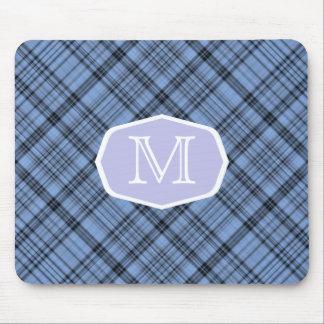 Cornflower-blaues kariertes Festzelt mit Monogramm Mousepads