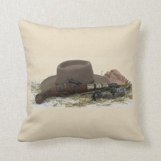 Cowboyhut, Gewehr und Sporne Kissen