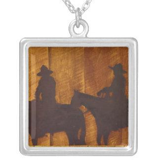 Cowboys USA, Montana, Boulder-Fluss auf Pferden Versilberte Kette