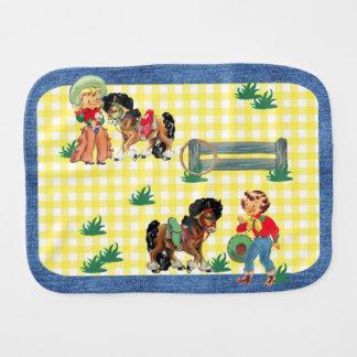Cowgirl-Kinder mit Pferden und Zaun-Denim-Druck Baby Spucktuch