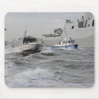 Crews von den Küstenwache und Polizei departmen Mousepad