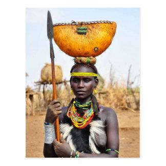 Daasanach Frauen-tragendes Wasser auf ihrem Kopf Postkarte