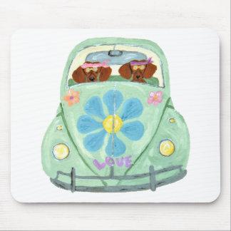 Dackel-Hippies in ihrem Blumen-Liebe-Mobile Mousepad