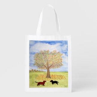 Dackel-Hunde unter Herbst-Baum Wiederverwendbare Einkaufstasche
