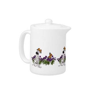 Dalmatinische Welpen-Schmetterlinge und Blumen