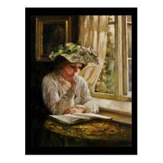 Dame Reading durch Fenster Postkarte