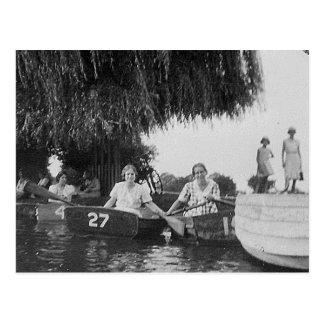 Damen u. Boote altes Blck u. weißes Bild - Postkar Postkarte
