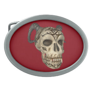 Dämon-Vampirs-Schädel auf roter ovaler Ovale Gürtelschnallen