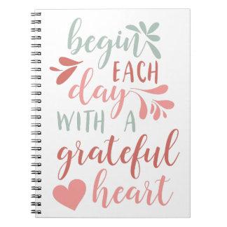 Dankbare beschriftetes Typografie-Zitat des Herz-| Notizblock