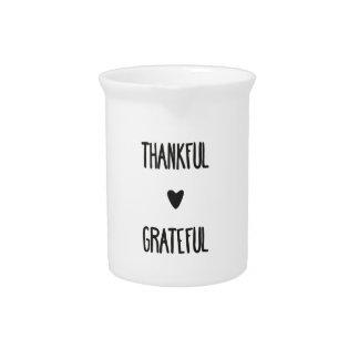 Dankbarer und dankbarer Krug
