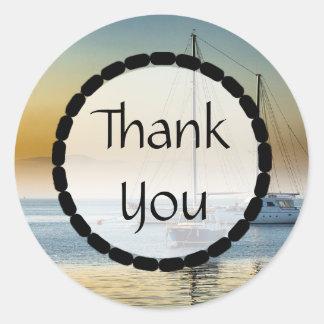 Danke Boote auf den Ozean-Aufklebern Runder Aufkleber