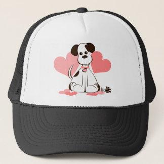 Daphne der adoptierte Hund Truckerkappe