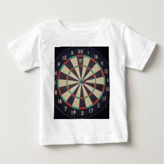 Dartboard mit Pfeil im Bullauge, Baby T-shirt