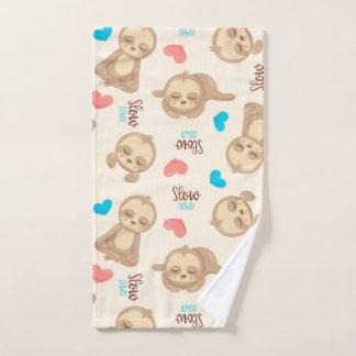 Das Baby-niedlicher entzückender BrownSloth der Handtuch