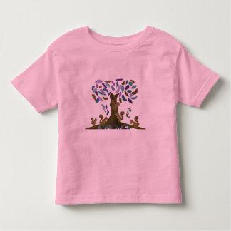 Das Baumhaus des Eichhörnchens Kleinkind T-shirt