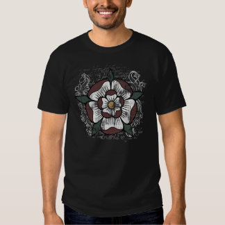 Das dunkle Shirt der Tudor Rosen-Männer