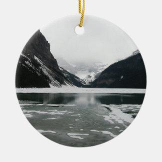 Das Ende des Winters, Lake Louise Keramik Ornament