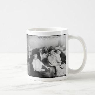 Das erste alle Frauen-Jury in Las Angeles ab 1911 Kaffeetasse