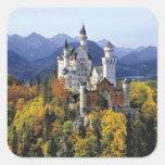 Das fantasievolle Neuschwanstein ist eins von drei Quadrataufkleber