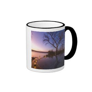 Das Fluss-Vereinhäuschen, Sonnenuntergang auf Ringer Tasse