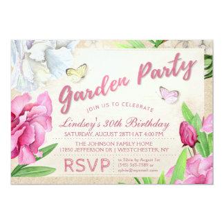 Das Garten-Party-Rosa, das mit Schmetterlingen mit Karte
