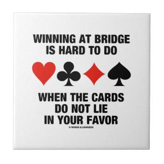 Das Gewinnen an der Brücke ist hart zu tun, wenn Keramikfliese