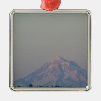 Das Glühen des Sonnenuntergangs auf dem Berg Silbernes Ornament
