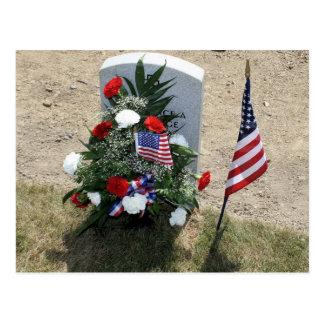 Das Grab des Soldaten Postkarte