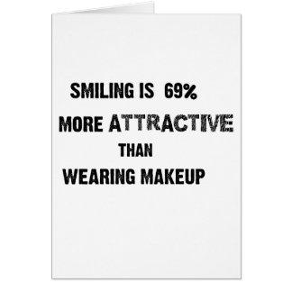 das Lächeln ist 69%, das attraktiver als tragendes Karte