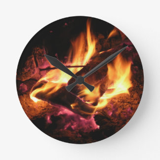 Das Lager-Feuer Runde Wanduhr