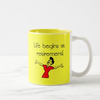 Das Leben fängt am Ruhestand an! Spaß-Geschenke Teetasse