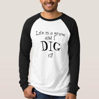 Das Leben ist ein Grab und ICH GRABE es! T-Shirt
