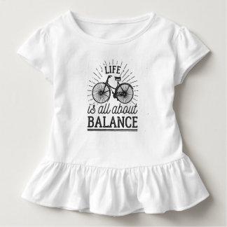 Das Leben ist ganz über Rüsche-T-Stück des Kleinkind T-shirt
