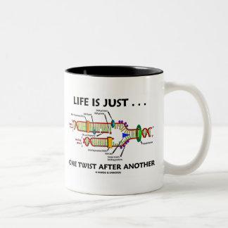 Das Leben ist gerade… eine Drehung nach anderen Zweifarbige Tasse
