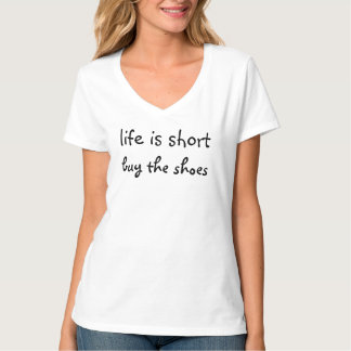 Das Leben ist kurz - kaufen Sie die Schuhe T-Shirt