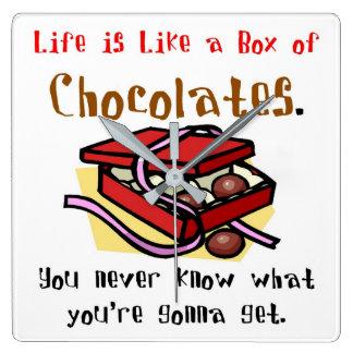Das Leben ist wie ein Kasten Schokoladen Quadratische Wanduhr