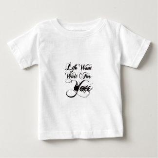 Das Leben wartet Sie nicht Baby T-shirt