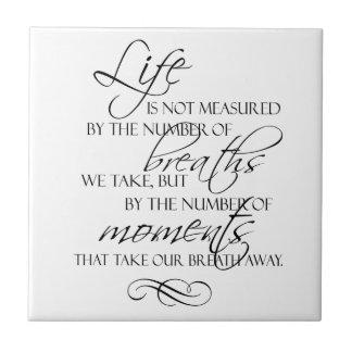 Das Leben wird nicht durch den Atem gemessen, den  Kleine Quadratische Fliese