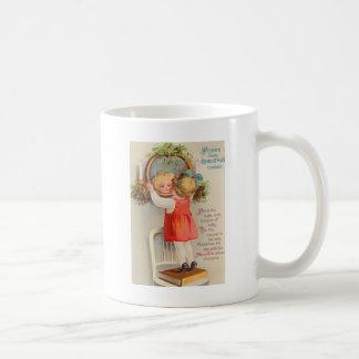 Das Mädchen, das in der Stechpalme schaut, Kaffeetasse