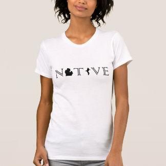 Das Michigan-EINGEBORENER der Frauen mit oberem T-Shirt