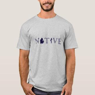 Das Michigan-EINGEBORENER der Männer mit oberem T-Shirt