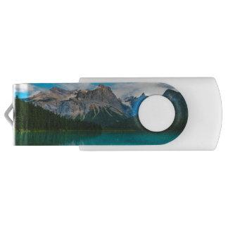 Das Moutains und das blaue Wasser USB Stick
